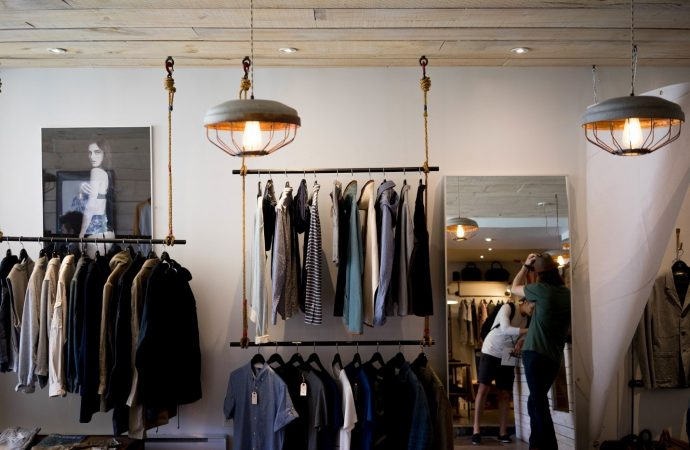 Spend Smartly – Save Money on Clothing and Still Be Fashionable As Ever
